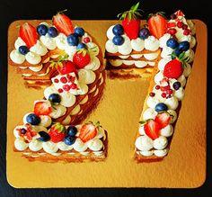 """Páči sa mi to: 13, komentáre: 2 – Božské sladké (@bozskesladke) na Instagrame: """"Narodeninová 🍓🍰🎂 #bozskesladke #happybirthday #prekvapeniezlaskay"""" Birthday Cake, Desserts, Food, Tailgate Desserts, Birthday Cakes, Postres, Deserts, Essen, Dessert"""