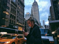 Find images and videos about style, city and new york on We Heart It - the app to get lost in what you love. New York Pictures, New York Photos, Travel Pictures, Travel Photos, Photographie New York, Nyc Pics, Tumblr Travel, Voyage New York, City Vibe