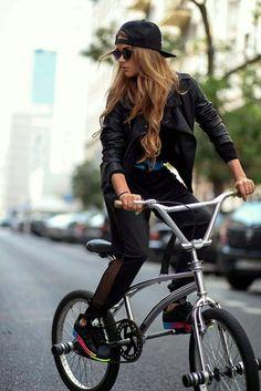 Awesome outfit! #Fitgirlcode #fashion Bmx Girl, Skate Girl, Biker Girl, Montain Bike, Bmx Bikes, Cycling Bikes, Cycle Chic, Bicycle Girl, Bike Style