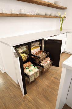 Luxury Kitchen Design, Kitchen Room Design, Dream Home Design, Interior Design Kitchen, Home Organisation, Organization, Small House Renovation, Smeg Kitchen, Black Bedroom Design