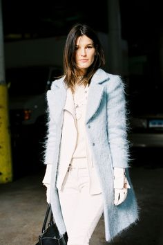 Hanneli Mustaparta- ice blue & white leather gloves the hair is sooooii cute! Blue Coats, Autumn Street Style, New York Fashion, Fashion Blogs, Pull, Autumn Winter Fashion, Celebrity Style, Style Inspiration, My Style