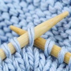 Astuces tricot - Knitting And Crocheting Crochet Mittens, Crochet Baby, Knit Crochet, Crochet Granny, Wool Yarn, Knitting Yarn, Knitting Patterns, Merino Wool, Learn How To Knit