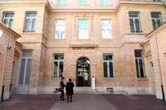 Musée Cantini Le musée Cantini est un musée situé au 19 de la rue Grignan à Marseille. Il abrite des collections d'art moderne et d'art contemporain que complètent celles du musée d'art contemporain de Marseille. L'hôtel particulier Cet hôtel particulier...