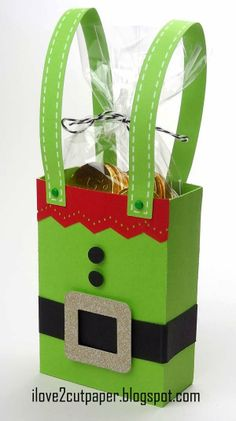 Elf Gift Bag from the Pazzles Craft Room. A cute way to package a gift card. Christmas Paper Crafts, Diy Christmas Cards, Christmas Projects, Holiday Crafts, Christmas Gifts, Handmade Christmas, Christmas Treat Bags, Christmas Gift Wrapping, Kids Christmas