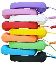 Un tocco Retrò alle tue chiamate! -Comfort di chiamata migliorato; -Consente l'accesso alle funzioni del telefono in caso di chiamata; -Riduce oltre il 90% delle radiazioni emesse dal telefono; -Trasforma il tuo tablet in un telefono da usare con Skype o applicazioni voip; -Sistema di riduzione del rumore; -Tasto per rispondere e riagganciare*; -Fornito con jack da 3,5mm; -Rivestimento esterno Soft touch; -Elevata qualità dell'altoparlante e del microfono;