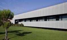 Medical Centre Cortes by Iñigo Esparza Arquitecto (Navarra, Spain)