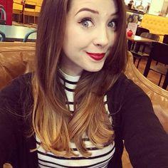 I love Zoe's hair !!! <3 I loved her longer hair but her shorter hair looks more professional on her :3