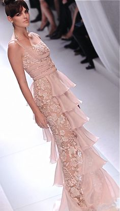 Pale pink Valentino gown, perfect for that girl who loves PINK, and really wants a dress like no other.... i think its so romantic.....  walking on sunshine:-)