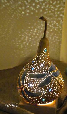 Gourds Birdhouse, Bird House Gourds, Diy And Crafts, Arts And Crafts, Decorative Gourds, Gourd Lamp, Painted Gourds, Cardboard Art, Handicraft