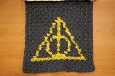 FREE crochet pattern The Deathly Hallows Harry Potter symbol