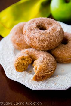 Super-moist, soft, and perfectly apple cider flavored for cozy fall mornings! Spiced Apple Cider, Apple Cider Donuts, Spiced Apples, Baked Apples, Fresh Apples, Donut Recipes, Apple Recipes, Making Donuts, Baked Doughnuts