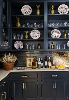 The art of collecting | Bunny Williams | butler's pantry looks like.