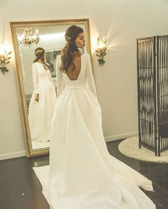Awesome 30+ Best And Beautiful Wedding Dress For Winter https://oosile.com/30-best-and-beautiful-wedding-dress-for-winter-14397