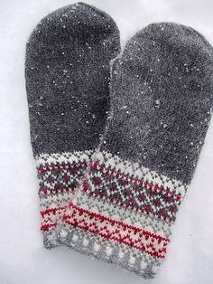 Ravelry: keredding's Meida's Mittens in the book Folk Knitting in Estonia Knitted Mittens Pattern, Crochet Mittens, Knitted Gloves, Knit Or Crochet, Loom Knitting, Knitting Socks, Hand Knitting, Knitting Patterns, Fair Isles