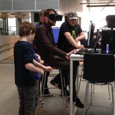 I dag besøgte jeg Den socialøkonomiske virksomhed Actura Robotcenter. De arbejder med unge med diagnoser som eksempelvis autisme eller asperger har personlig succes i et nyt skoleforløb hvor de udnytter deres talenter for  teknologi.  I skoleforløbet tilbydes de unge teknologitalenter at arbejde med at  udvikle og producere blandt andet 3D-print robotter og velfærdsteknologi hos Actura der samarbejder med Aarhus Kommune om forløbet. #aarhus #skole #autisme #virtualreality by thomasmedom…