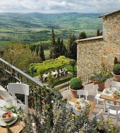 Lunch in Tuscany, Italy / Travel Europe