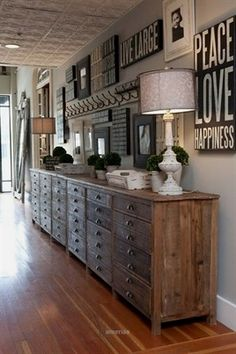 Long Wall Decor Ideas Unbelievable Decorating A In Living Room Walls Home Interior long wall decor ideas, wall decor ideas for a long hallway. Decorating Long Hallway, Home Interior, Interior Design, Interior Ideas, Interior Office, Modern Interior, Interior Architecture, Style Deco, Home And Deco