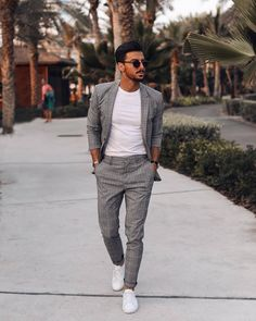 35 Ideas for Casual Wear Chinos Pants for Men is part of Trendy mens fashion - Chino is additionally a particular cotton weave with a soft and lightweight texture, but it's now feasible to purchase trousers […] Trendy Mens Fashion, Stylish Mens Outfits, Business Casual Outfits, Mens Fashion Suits, Simple Outfits, Blazer Outfits Men, Herren Style, Designer Suits For Men, Herren Outfit