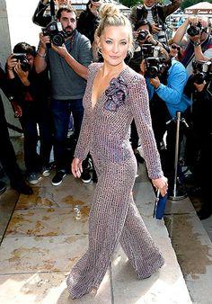 Kate Hudson sashayed into the Giorgio Armani Prive show, part of Paris Fashion Week. Love her topknot!