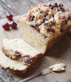 Sweet Yeast Bread with a Cream Cheese, Cherry and Crumble Topping _ This is a wonderful breakfast or tea time sweet bread, delicious eaten out of hand or toasted. Yes, you can toast this bread in a toaster! Croissants, Just Desserts, Dessert Recipes, Cherry Bread, Cherry Cake, Pan Rapido, Bread Winners, Yeast Bread, Bread Baking