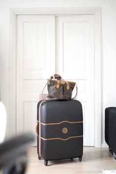 Char and the city - Travelling with Delseys suitcase and Louis Vuitton -bag - read more on the blog (link in bio) http://www.idealista.fi/charandthecity/2016/05/22/piipahdus-kotosalla/