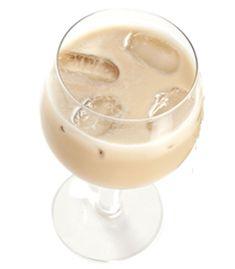 Aprenda a fazer o drink Alexander. Tequila Drinks, Liquor Drinks, Cocktails, Thanksgiving Drinks, Fall Drinks, Apple Pie Shots, Brazilian Grill, Good Whiskey, Drinking Quotes