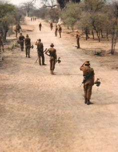 SADF (South African Defence Force) sweeping for mines. Military Love, Military Photos, Military History, South African Air Force, World Conflicts, Army Day, Defence Force, War Photography, Troops
