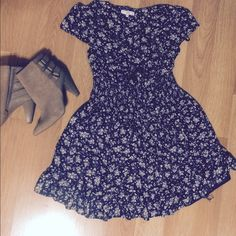 Short summer dress Blue floral summer dress. This dress was purchased in Paris. Dress is marked as a size 8. It was my daughters. She is a size 0-1 and it fit her well! Let me know if you have any questions. Look Dresses Midi