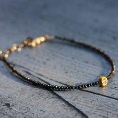 Bracelet diamants noirs par Esther Assouline pour l'Atelier des Bijoux Créateurs.