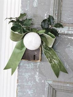 Decor Inspiration - Add a little Christmas to your doorknobs Noel Christmas, Little Christmas, Country Christmas, All Things Christmas, Winter Christmas, Green Christmas, Christmas Ribbon, French Christmas, Outdoor Christmas