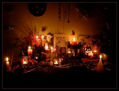 Samhain altar - Always put candles on your windows: Guide your Ancestors on their way home and they will guide you on your way to Death an Resurrection. - Avoid bad spirits at your place. Make an altar tonight! Samhain Halloween, Holidays Halloween, Halloween Decorations, Altar Decorations, Samhain Ritual, Rituel Samhain, 10 Interesting Facts, All Souls Day, Love And Marriage