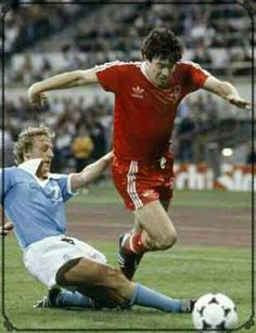 Nottingham Forest 1 Malmo 0 in May 1979 in Munich. John Robertson goes down the line in the European Cup Final. Nottingham Forest, European Cup, Champions League, Munich, Liverpool, Finals, Football, Sports, Soccer