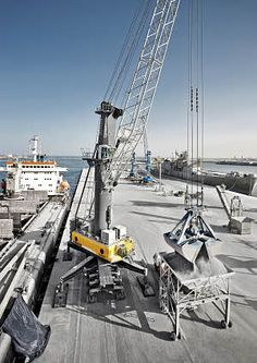 Liebherr LHM 550 - Mobile Harbour Crane with Pactronic