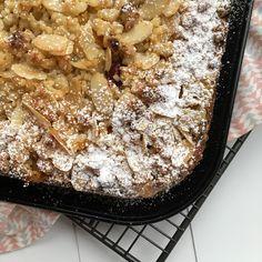 Mandel-Obstkuchen mit Marzipanstreusel