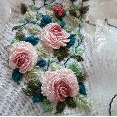 brazilian embroidery for beginners Brazilian Embroidery Stitches, Hand Embroidery Flowers, Flower Embroidery Designs, Hand Embroidery Stitches, Silk Ribbon Embroidery, Embroidery Hoop Art, Embroidery Techniques, Embroidery Alphabet, Embroidery Needles