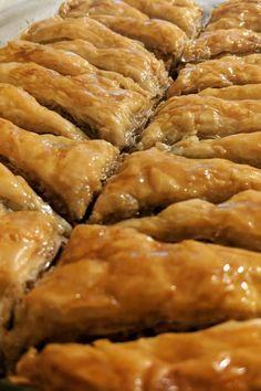 Greek Desserts, Köstliche Desserts, Greek Recipes, Delicious Desserts, Greek Sweets, Baklava Dessert, Baklava Cheesecake, Greek Pastries, Greek Dishes