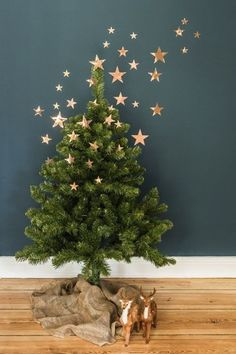 Árvore de Natal moderninha - estrelas que sobrem na parede