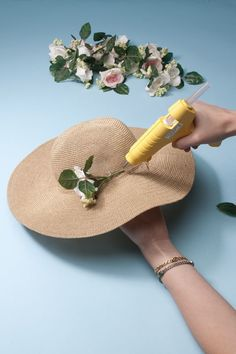 Protect yourself from harsh rays — and look cute in the process — by crafting your own embellished topper. Diy Wreath, Wreaths, Diy Hat, Flower Hats, Teen Vogue, Sun Hats, Floral Arrangements, Art For Kids, Diy Projects