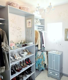Can I have this closet...please and thank you.  :)