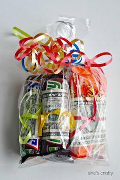 She's crafty: Money birthday gift for teens bag for kids birthday Money Birthday Gift for Teens Craft Gifts, Diy Gifts, Diy Presents, Food Gifts, Teen Gift Baskets, Candy Gift Baskets, Creative Money Gifts, Gift Money, Money Cake
