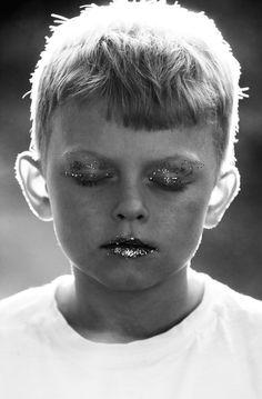 Mer glitter åt folket! av Freja Lindberg