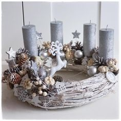 Christmas Diy, Merry Christmas, Christmas Decorations, Holiday, Family Christmas Pictures, Advent Wreath, Pine Cones, Centerpieces, Candle Holders