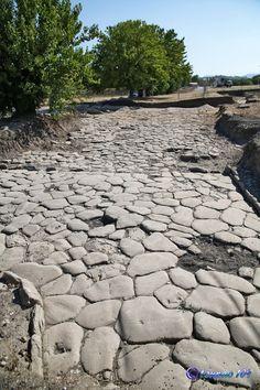 Le Muracce di Ostra Vetere (AN): recenti scavi hanno riportato alla luce resti di un tempio, il teatro e le terme dell'antica città romana.
