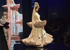 Ernesto Sillero en Simof 2016: Tanuca · Moda Flamenca By Claudia Alfaro · Entre Cirios y Volantes