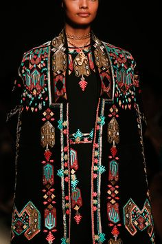 You love ethno fashion? You must take a look here: www.fr - Valentino Spring 2014 RTW - Details - Fashion Week - Runway, Fashion Shows and Collections - Vogue Ethnic Fashion, Boho Fashion, High Fashion, Vogue Fashion, Fashion Week, Runway Fashion, Fashion Show, Review Fashion, Estilo Folk