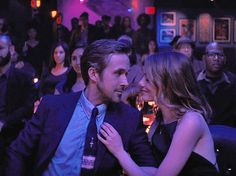 La La Land - A Different Ending: While Seb (Ryan Gosling) plays their song, Mia (Emma Stone) dreams of what could have been if they had never seperated. Beau Film, Ryan Gosling, Movies Showing, Movies And Tv Shows, Movie Couples, We Movie, Romantic Movies, Film Serie, Emma Stone