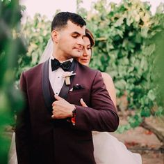 How stunning are Luisa and her groom on their wedding day?  I'm loving the pops of sunflowers behind them.  Congrats Luisa!  Wine cork wedding boutonniere by Kate Said Yes Weddings. Silk Wedding Bouquets, Wedding Boutonniere, Peonies Bouquet, Rose Bouquet, Wine Cork Wedding, 2018 Wedding Trends, Vineyard Wedding, Sunflowers, Weddingideas