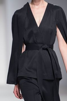Kimono jacket with slit sleeves; fashion details // Hussein Chalayan Spring 2017 http://spotpopfashion.com/d4av