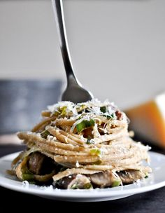 Portobello and Leek Carbonara [adapted from Tyler Florence] serves 2-4 4 slices thick-cut bacon, chopped 2 leeks, trimmed, cleaned and patted dry 12 ounces baby portobello mushrooms, quartered 1/2 pound whole wheat linguine 2 large eggs 3/4 cup freshly grated parmesan cheese
