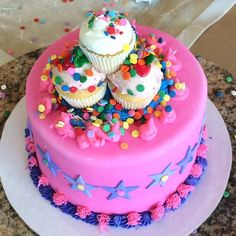 Cupcake mountain @duffscakemix  #cakesoncake #sprinklesonsprinkles #familyday #fun #yummy #lovethisplace #cakestar